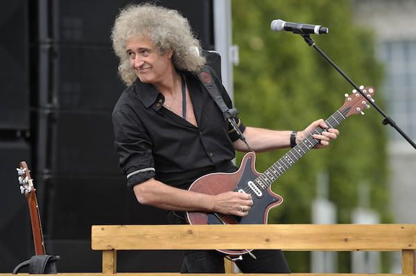 Queen's Brian May Criticizes Design Flaws Of Apple's Charging Cables - DesignTAXI.com