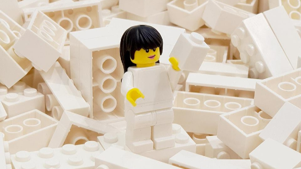 LEGO Pokes Fun At 'Tidying Up With Marie Kondo' Craze In New Advert
