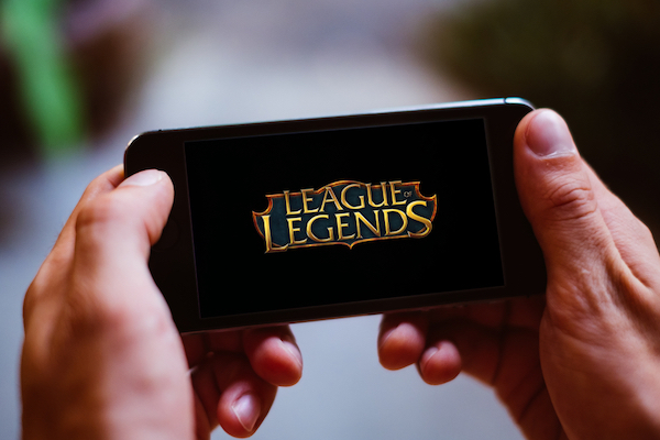 'League Of Legends's New Logo Gets Likened To Titles Of Knockoff Games