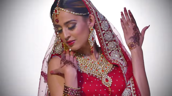 Watch: Gorgeous Traditional And Modern Wedding Dresses