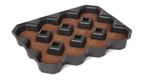 Ingenious Brownie Pan Ensures There Are Crispy Corners On