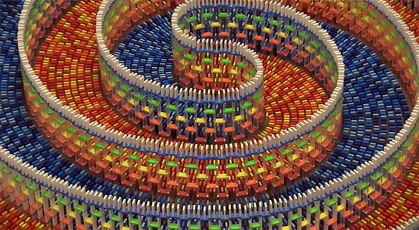 Watch amazing oddly satisfying video of 15 000 dominos falling - Satisfying wallpapers ...