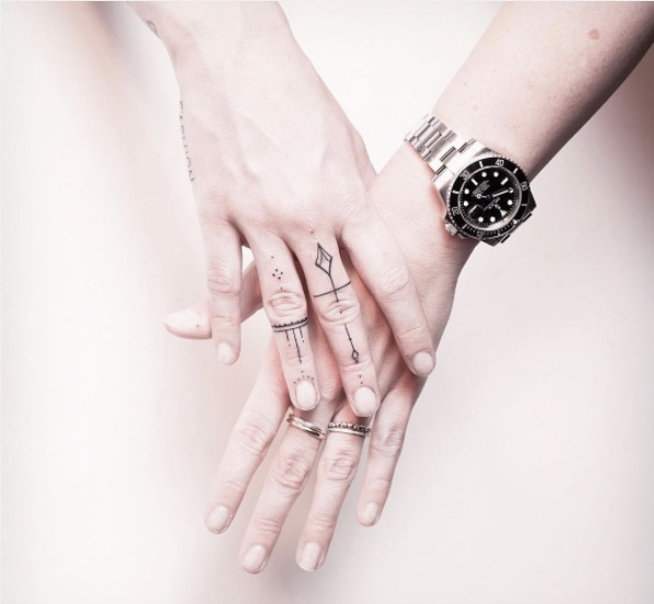 Tiny, Minimalist Finger Tattoos That Are Subtle But ...