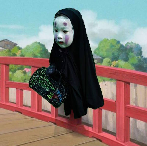 Minimalist Classroom S ~ Girl dresses as 'spirited away character scares