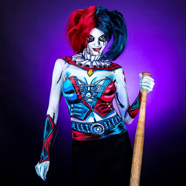 Kay Pike Paints Her Body To Look Like Harley Quinn - YouTube