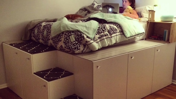 Man transforms ikea kitchen cabinets into bed with space - Comment fabriquer un lit armoire ...