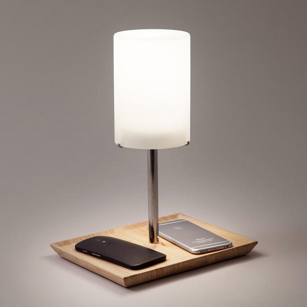 Clever Lamp Charges Phones Wirelessly Designed To