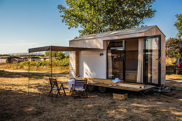 Minimalist 96 square foot vacation home saves family from for Tiny house vacation home