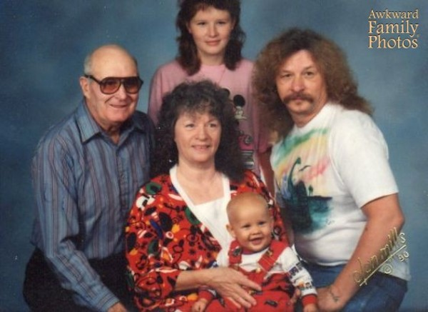 Painfully Awkward Family Photos Curated In A New Museum ...