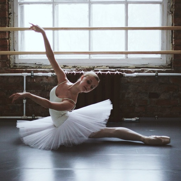 An Instagram Account That Showcases The Beautiful Elegance Of Ballet Dancers - DesignTAXI.com