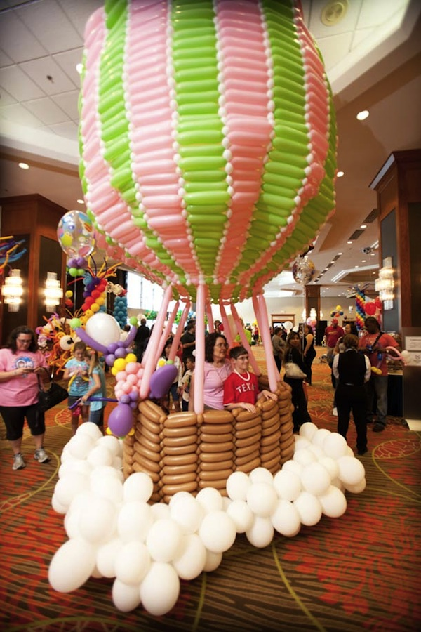 annual convention showcases the best talents of the balloon art world