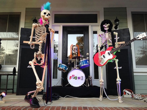 These Amusing Halloween Skeletons Will Tickle Your Funny