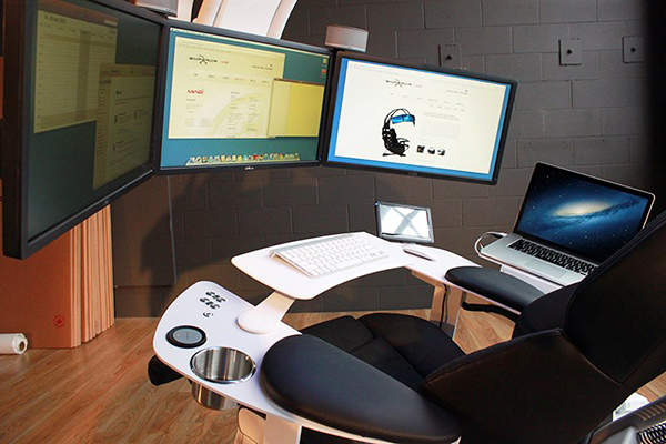 The Ultimate Workstation Looks Extremely Futuristic