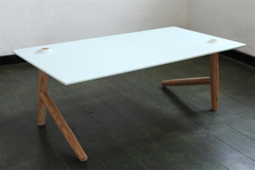 Two legs better than four on this table - Table basse design transparente ...