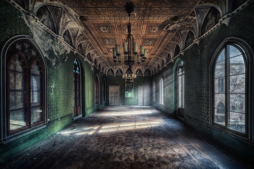 Photographer Captures The Haunting Beauty Of Abandoned