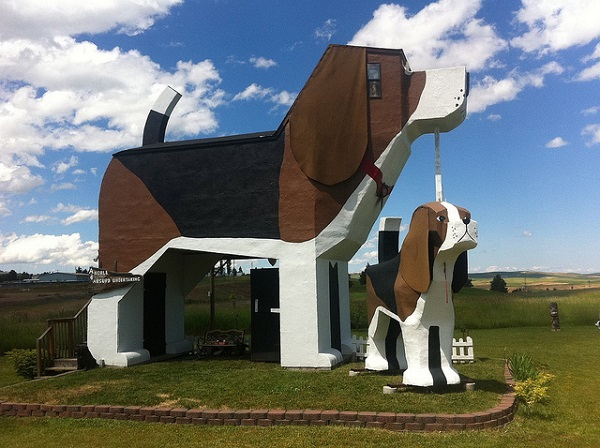 An interesting dog shaped bed breakfast in idaho for Unique boutique bed and breakfast