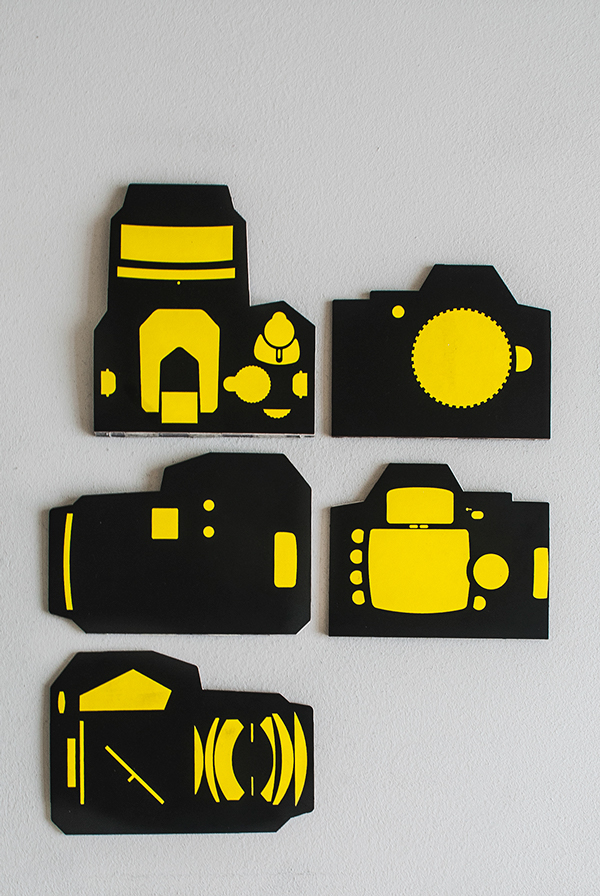 Clever Concept Of A DSLR Packaging That Can Be Turned Into The Owner's Manual