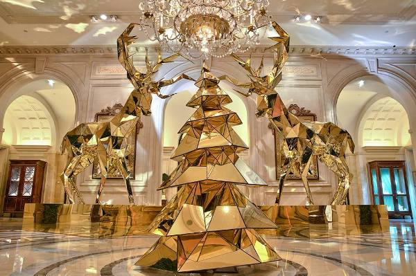 A Hotel In Paris With Stunningly Beautiful Christmas