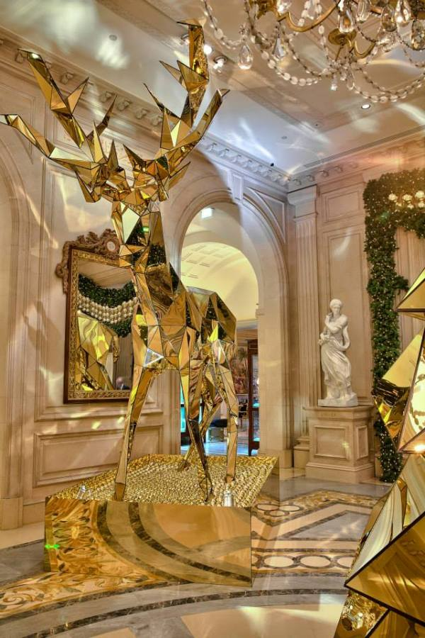 A hotel in paris with stunningly beautiful christmas for Parisian christmas decorations home