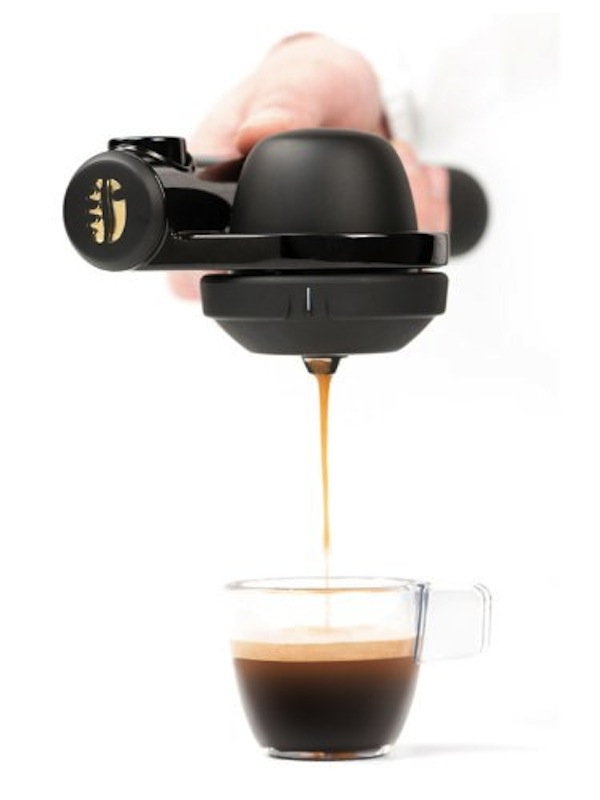 Espresso Coffee Maker Portable : Hand-Held Portable Coffee Machine Lets You Be A Barista, Make Coffee On-The-Go - DesignTAXI.com