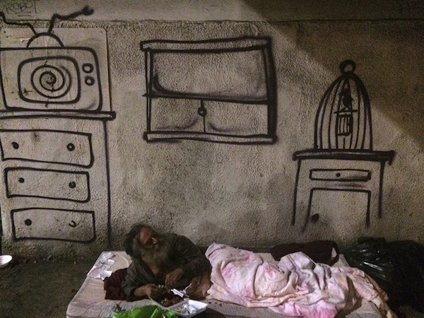 Street Artist Brings Joy To The Homeless By Creating
