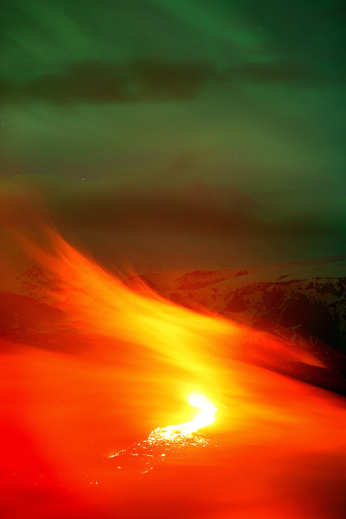Mesmerizing Photographs Of A Volcano Erupting In Iceland