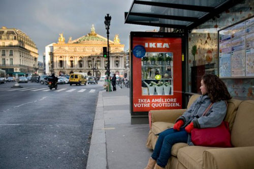 in paris ikea transforms bus stops to living rooms. Black Bedroom Furniture Sets. Home Design Ideas