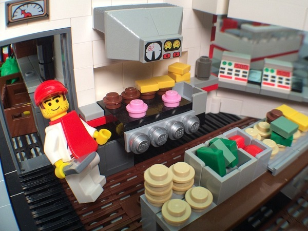 Amazingly Detailed LEGO Recreation of An In-N-Out Burger Outlet ...
