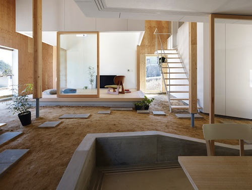 In japan a house with a natural floor of earth for Paletten wohnzimmer