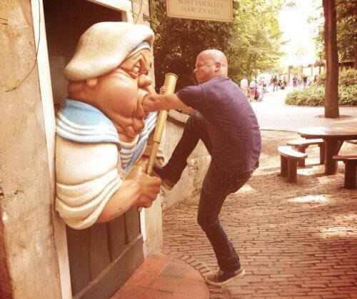 Amusing Photographs Of People Posing Creatively With ...