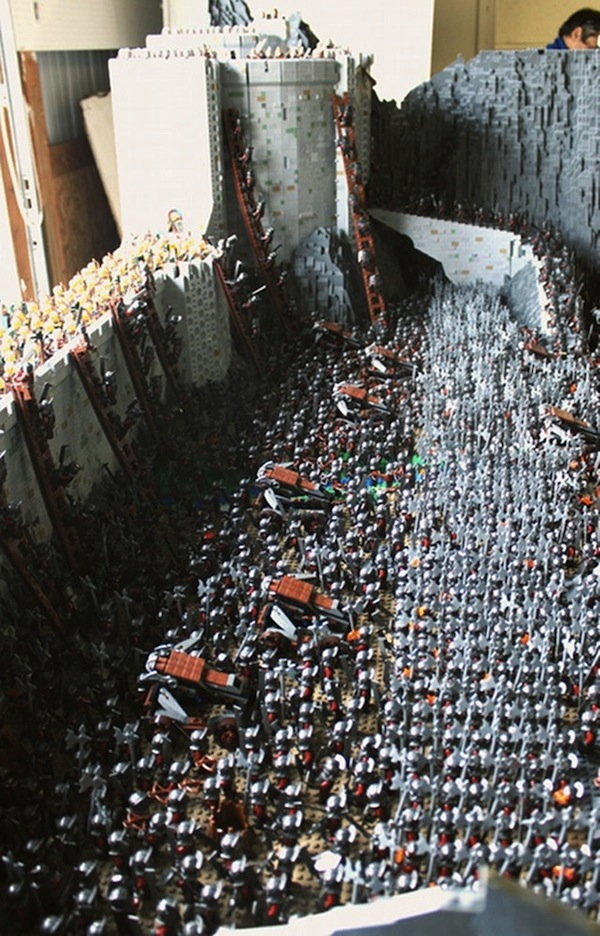 Lord Of The Rings Battle Scene Intricately Recreated With 150 000 Lego Bricks Designtaxi Com