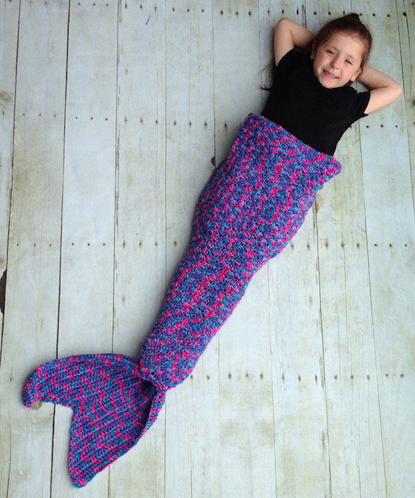 Knitting Patterns For A Child s Mermaid Tail : Adorable Handmade Tail-Like Blanket Turns You Into A Mermaid, Keeps You Cozy ...