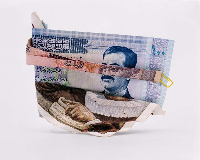Odd portraits created with banknotes of different for Causeuse dormeur ikea