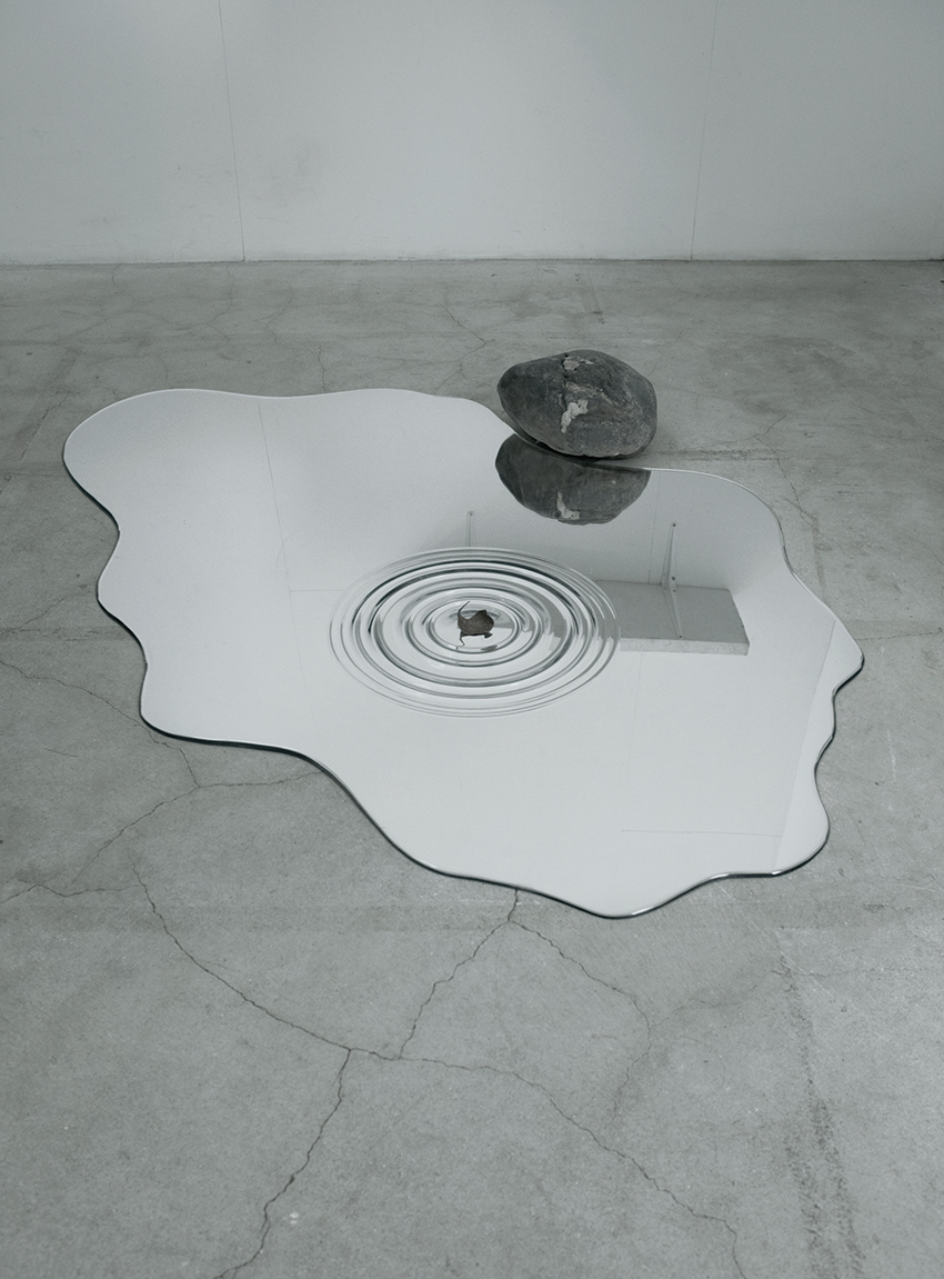 Puddle shaped mirrors that look uncannily like real water for Mirror that look