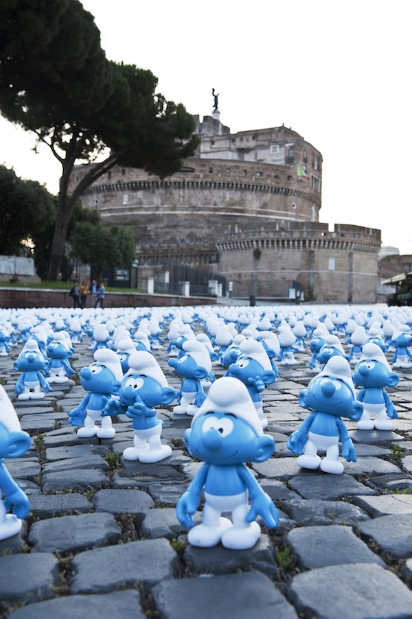 An Army Of Thousands Of Adorable Smurfs Invades Rome