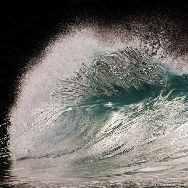 Photographer Captures Waves In The Ocean In Stunning Detail