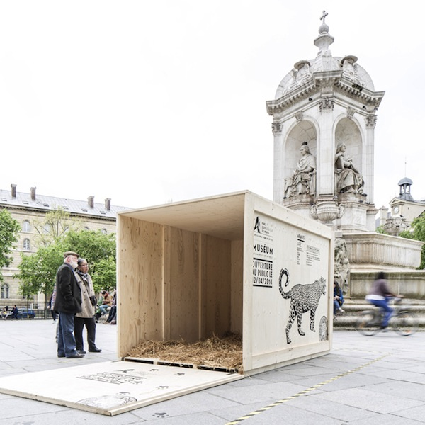 Ad agency places animal crates in paris to celebrate zoo 39 s for Advertising agency paris